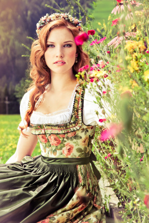 Lena-Hoschek-Dirndl-3-e1373479187834