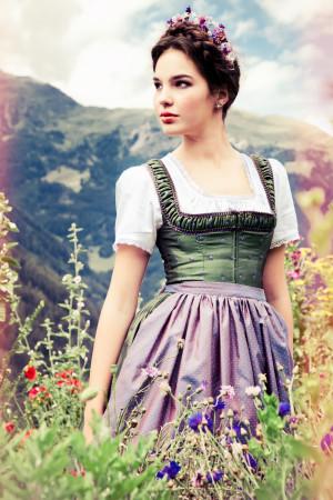 Lena-Hoschek-Dirndl-6-e1373477846889